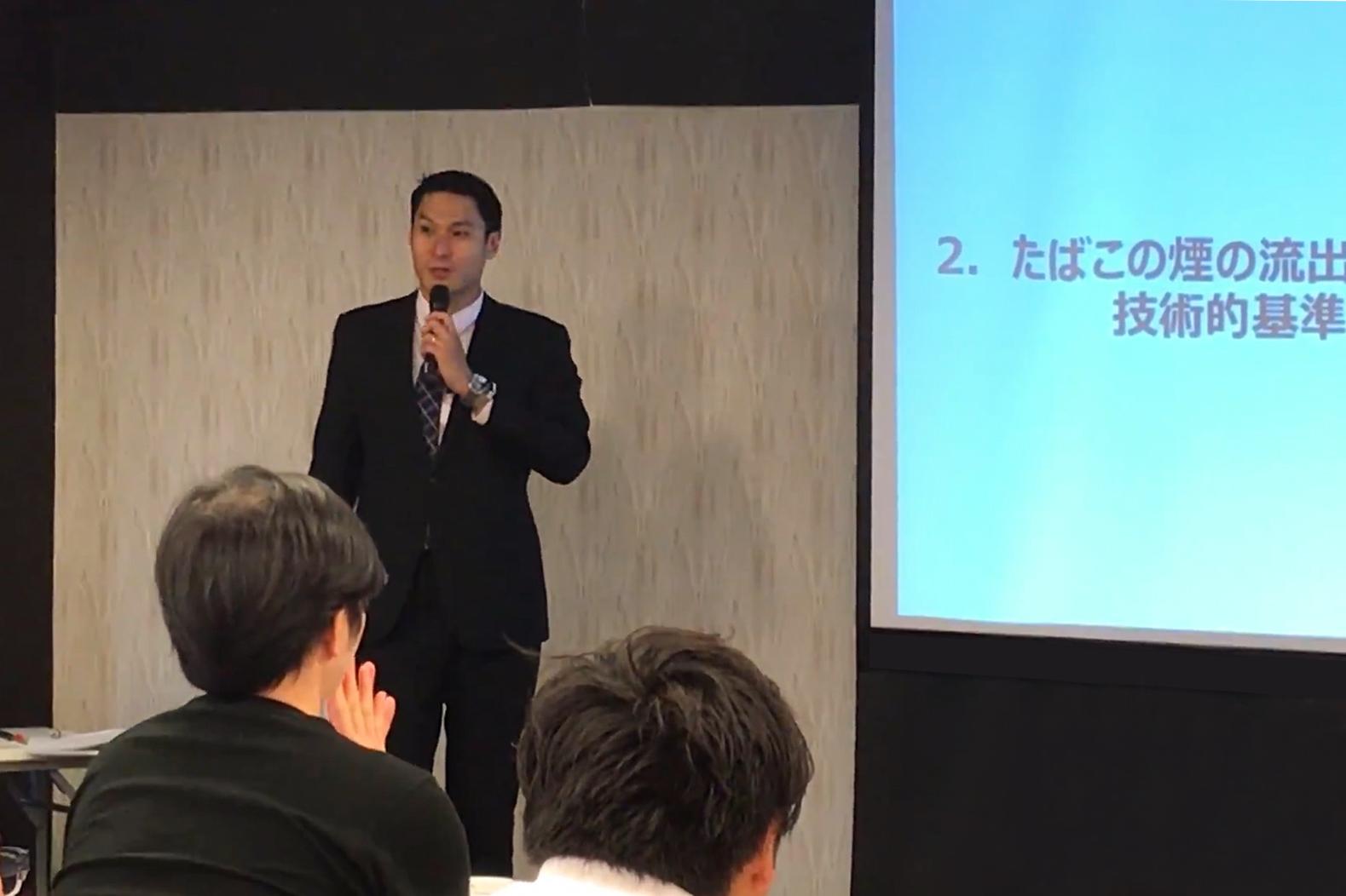 健康増進法改正にホテル様が取り組むべきことについて説明する神田聖馬様